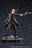 DMC5 ARTFX J Dante & Nero figures PVs (3)