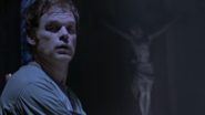 Dexter realizes that Debra saw him kill Travis