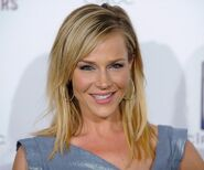 Julie-benz-1 (1)