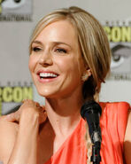 800px-Julie Benz Comic-Con 2012