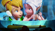 Tinker-Bell-and-Periwinkle-are-sisters-in-Disneys-Secret-of-the-Wings