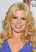 Megan-Hilty-Long-Blonde-Loose-Curly-Hairstyle