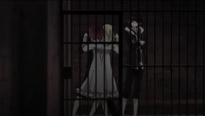 Ayato mordiendo a Yui contra las rejas.