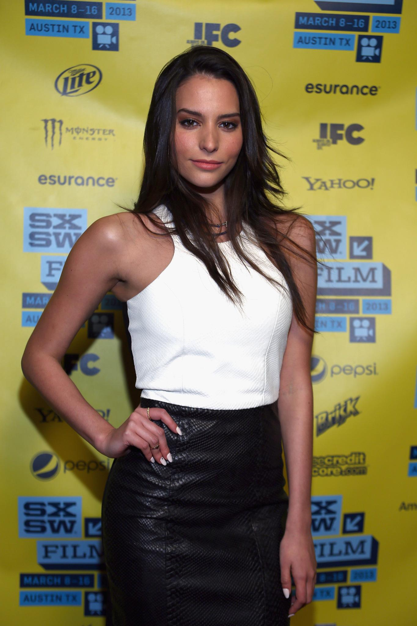 Genesis Rodriguez man on ledge