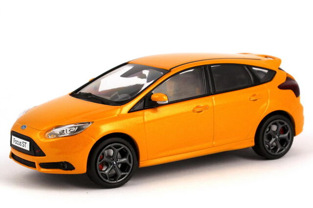 File:1zu43 Ford Focus ST 2012 tangerine scream orange Minichamps 413081003 23149 04.JPG