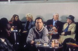Die Hard 2 - Relaxing at the bar
