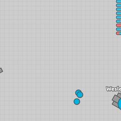 Triplet azul eliminando a un tanque basico rojo