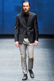 FW12-Milan-Mens-Black-Gold-catwalk-32