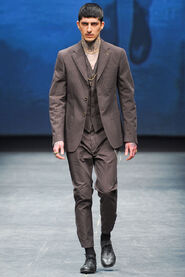 FW12-Milan-Mens-Black-Gold-catwalk-10