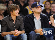 65305 zac efron and leonardo dicaprio 6 denver nuggets cu isa 03 122 617lo