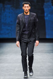 FW12-Milan-Mens-Black-Gold-catwalk-29