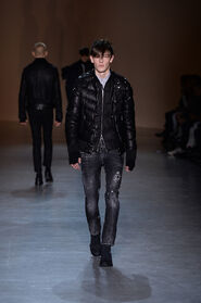 FW15-Milan-Mens-Black-Gold-catwalk-19