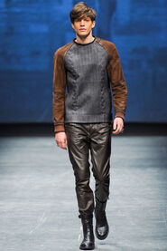 FW12-Milan-Mens-Black-Gold-catwalk-03
