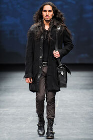 FW12-Milan-Mens-Black-Gold-catwalk-05