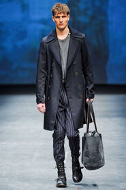 FW12-Milan-Mens-Black-Gold-catwalk-20