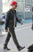 Lautner+looks+cool+V5KwXY-HgBnx