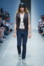 SS13-Milan-Mens-Black-Gold-catwalk-28