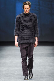 FW12-Milan-Mens-Black-Gold-catwalk-14
