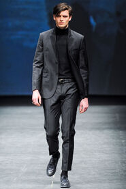 FW12-Milan-Mens-Black-Gold-catwalk-28