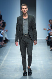 SS13-Milan-Mens-Black-Gold-catwalk-01
