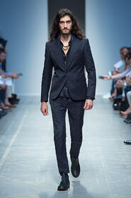 SS13-Milan-Mens-Black-Gold-catwalk-35