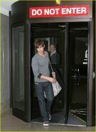 Chace-crawford-phone-05