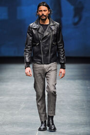 FW12-Milan-Mens-Black-Gold-catwalk-02