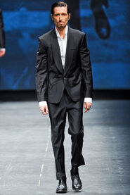 FW12-Milan-Mens-Black-Gold-catwalk-33