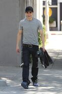 Paul-wesley-diesel-jeans-shopping-photos-05142010-02