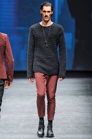 FW12-Milan-Mens-Black-Gold-catwalk-22