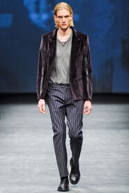 FW12-Milan-Mens-Black-Gold-catwalk-18