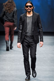FW12-Milan-Mens-Black-Gold-catwalk-25