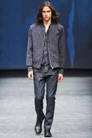 FW12-Milan-Mens-Black-Gold-catwalk-17