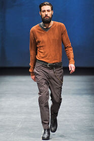 FW12-Milan-Mens-Black-Gold-catwalk-06