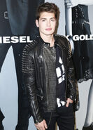 Gregg-Sulkin-2015-Style-Picture-Diesel-Black-Gold-Fashion-Week-002