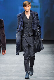 FW12-Milan-Mens-Black-Gold-catwalk-16