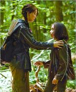 Katniss-and-Rue-2-The-Hunger-Games (2)