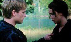 Peeta und Katniss in der Aren
