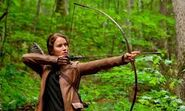 Katniss beim Bogenschiesen