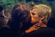 Peeta-and-katniss-kissing-in-the-hunger-games