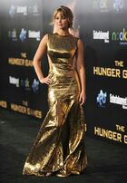 Jennifer-Lawrence-Wears-a-Gold-Prabal-Gurung-Gown-For-The-Hunger-Games-Premiere-1