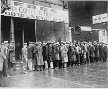 250px-Unemployed men queued outside a depression soup kitchen opened in Chicago by Al Capone, 02-1931 - NARA - 541927