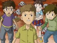 Chiaki con sus amigos protegiendo a los mamemon
