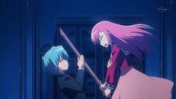 Hinagiku trying to hit Hayate