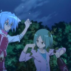 Hayate (in another maid star outfit) battling a drunk Yukiji