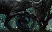Indominus yrittää tuhota gyropallon