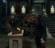Лорд Шоу рядом с пистолетом