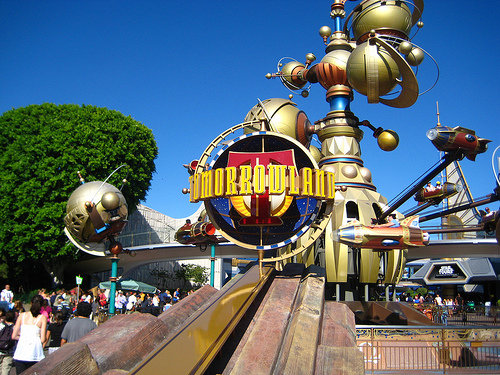 File:Tomorrowland (Disneyland).jpg