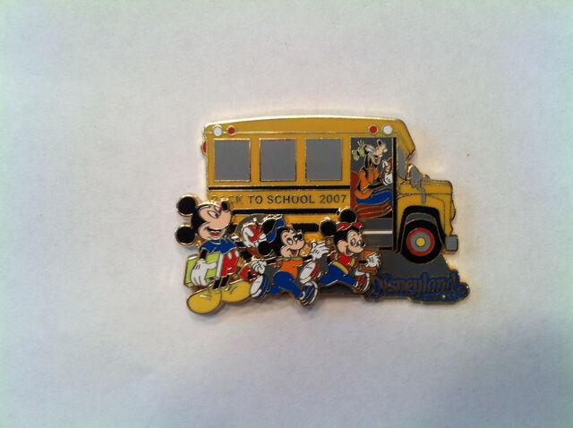 File:Back to school 2007 pin.JPG