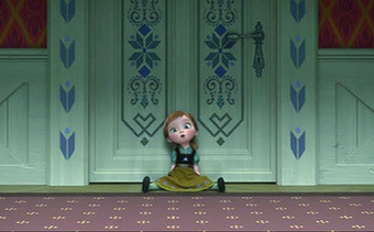 File:Anna in doorfront crop.png